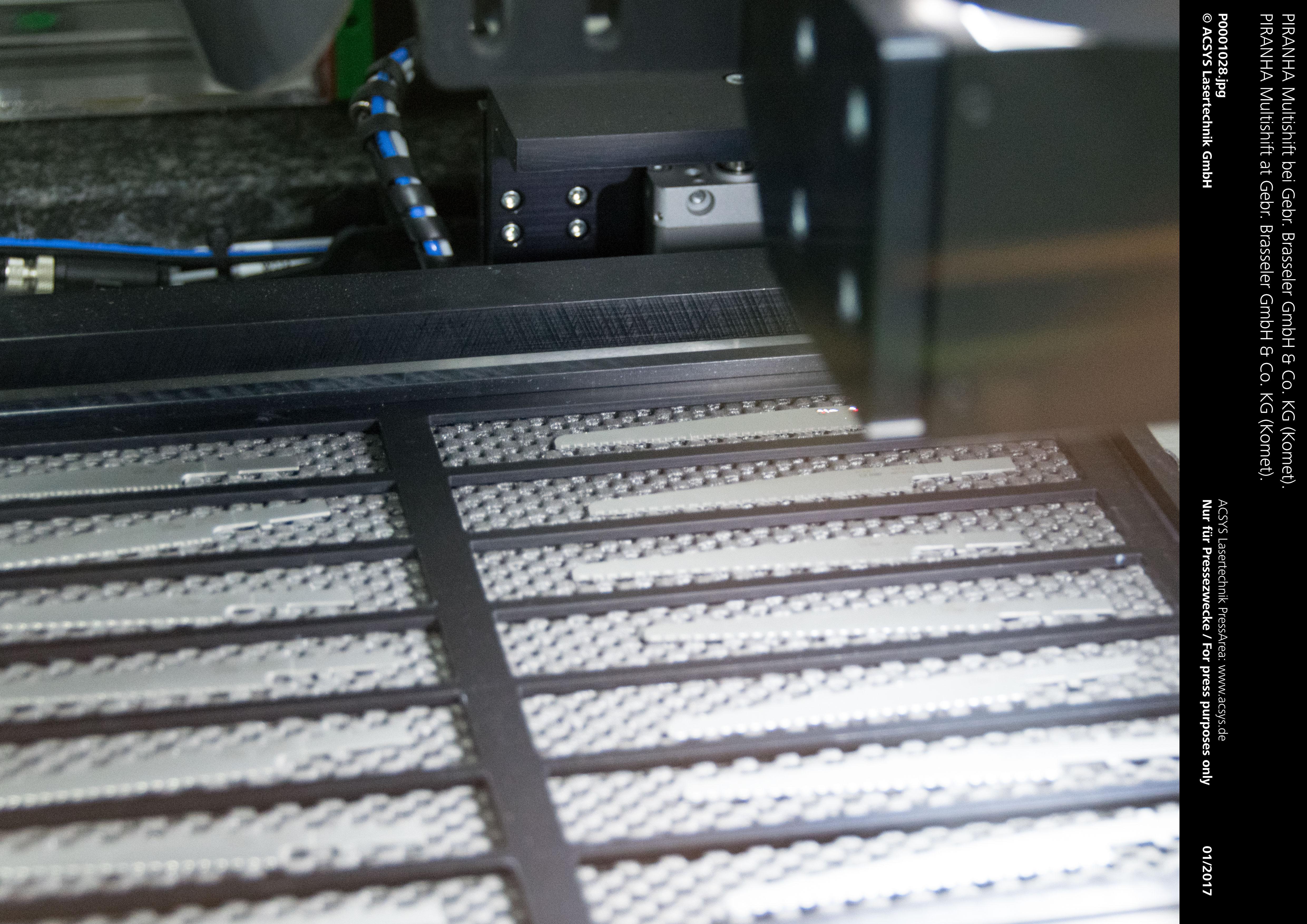 PIRANHA Multishift von ACSYS – Vollautomatische Laserbearbeitung von lose palettierten Sägeblättern.