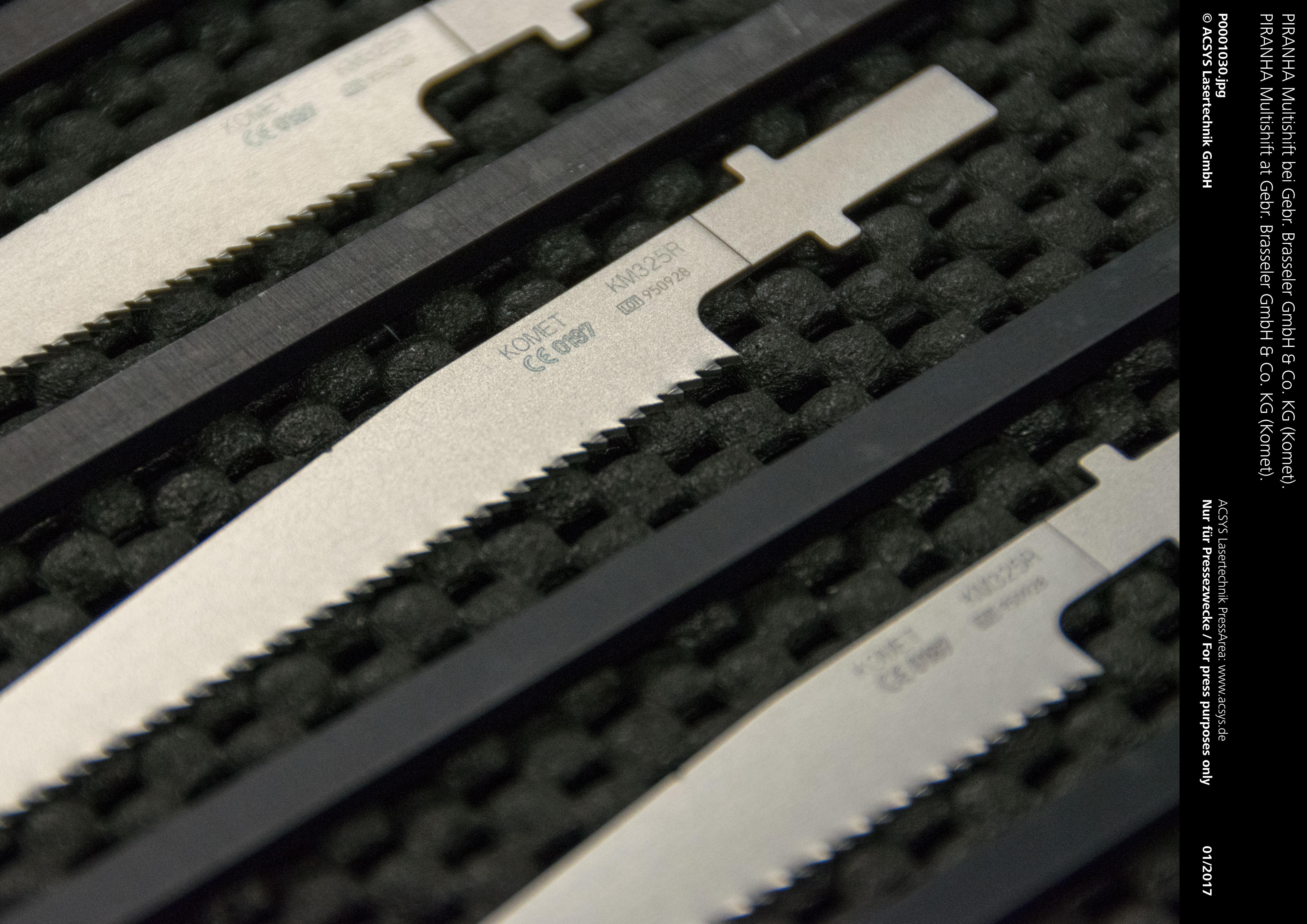 PIRANHA Multishift von ACSYS – Lose eingelegte Sägeblätter nach der Laserbearbeitung.