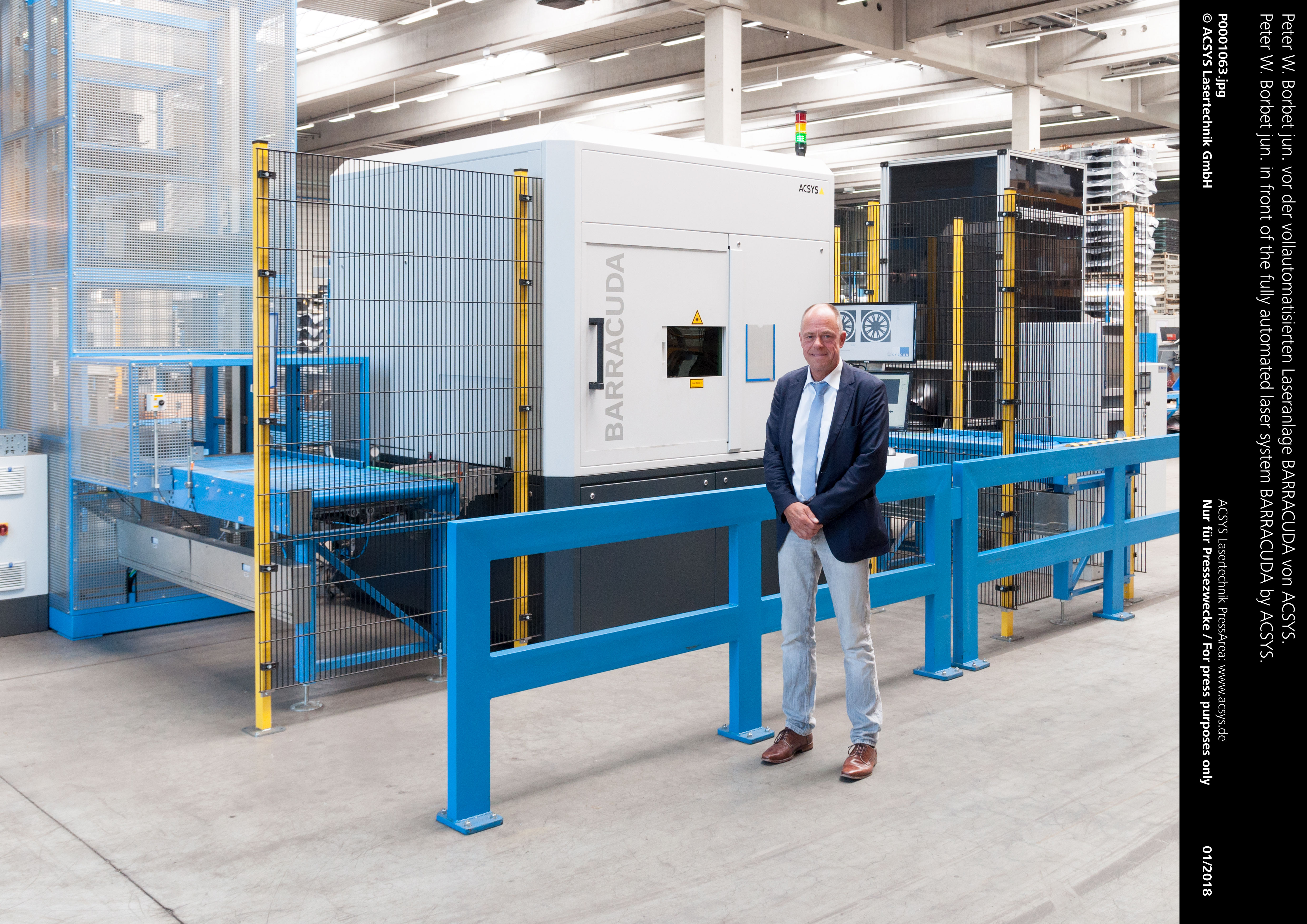 Peter W. Borbet jun. vor der vollautomatisierten Laseranlage BARRACUDA von ACSYS.
