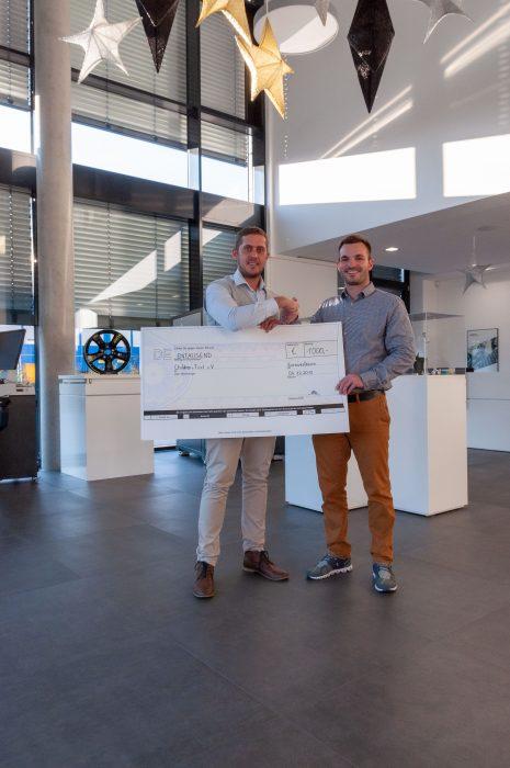 V.l.: Roman Jung, Gründer und Vorstand von Children-First e.V. und Sascha König, Geschäftsführer ACSYS Lasertechnik GmbH.